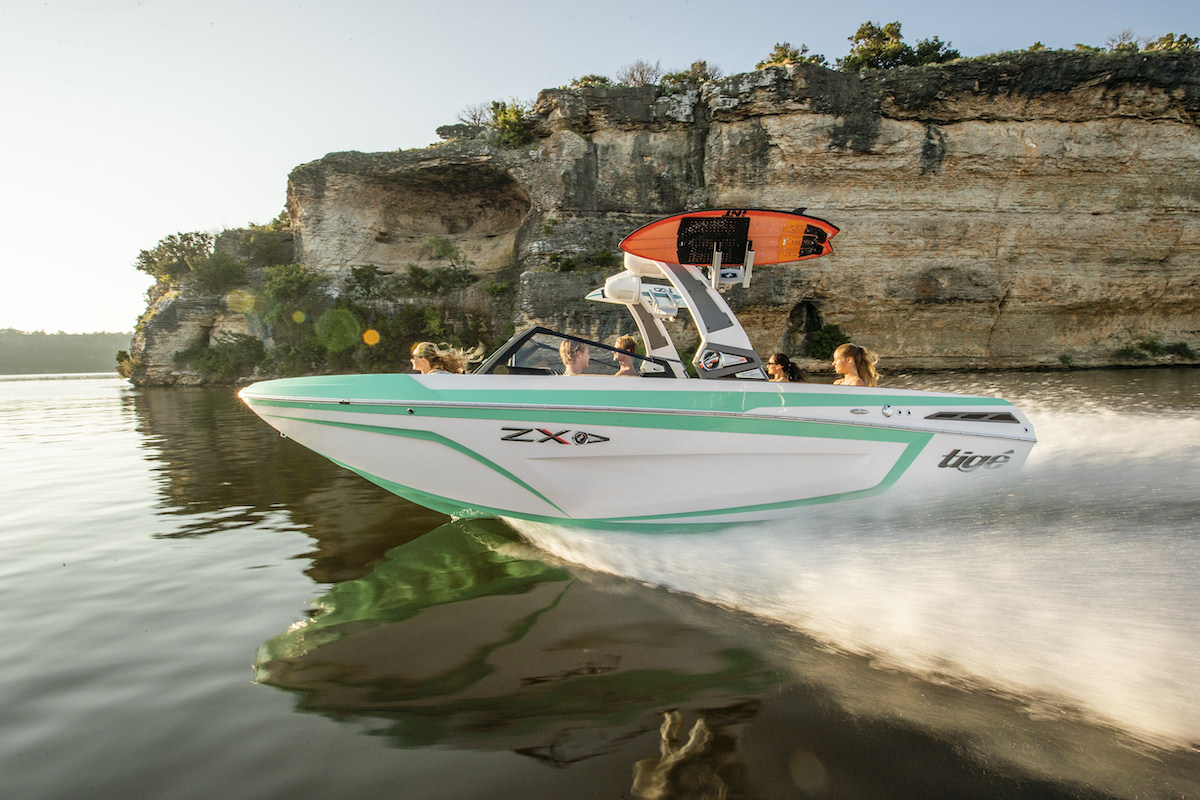 Tige Boat 21ZX Running shot Miami Mint color