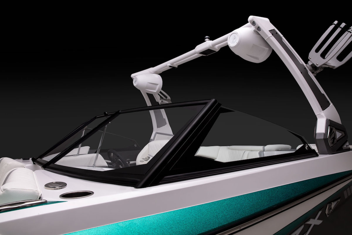 Tige Boat 22RZX has the E2 tower that you can lower with the command to be able to adapt to each placer