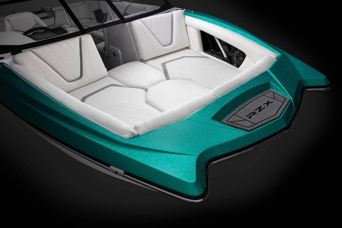 Tige Boat 22RZX has frontside seats
