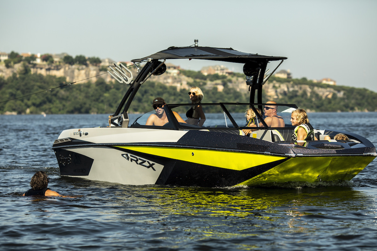 Tige Boat 23RZX Floating Shot, Family sharing good times