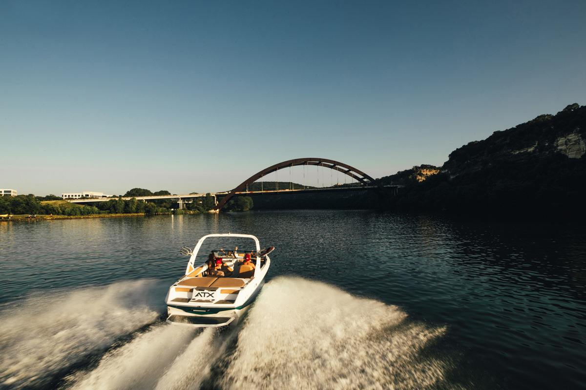 Tige Boat ATX22 Type-S running with a family, the boat is romy and perfect for a day on the bay with family or a group of friends