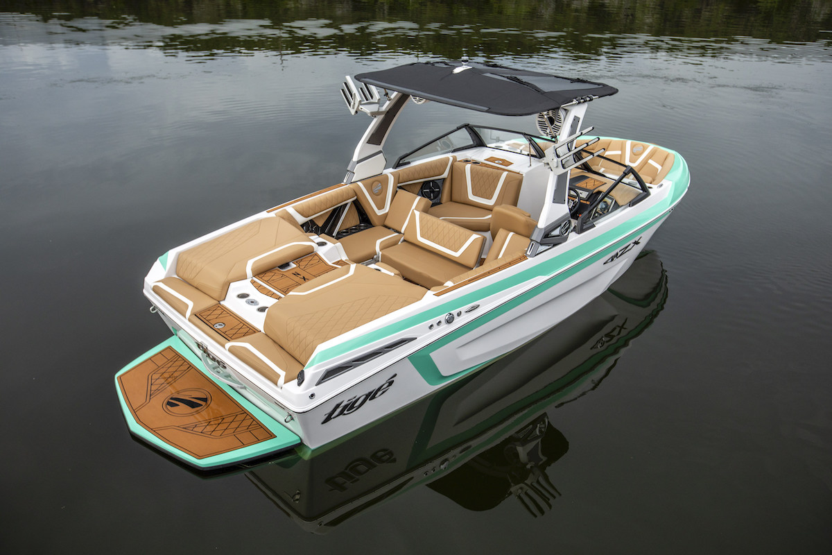 Tige Boat ZX21 is very special due to its custom diamond-stitched upholstery. Enjoy the perfect design and the fully features it offers