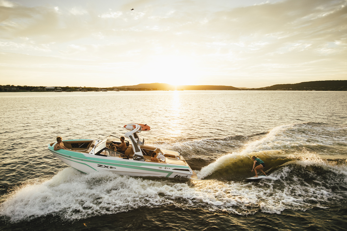 Enjoy your Tige Boat at any moment of the day. Enjoy the best Sunset while wakesurfing.