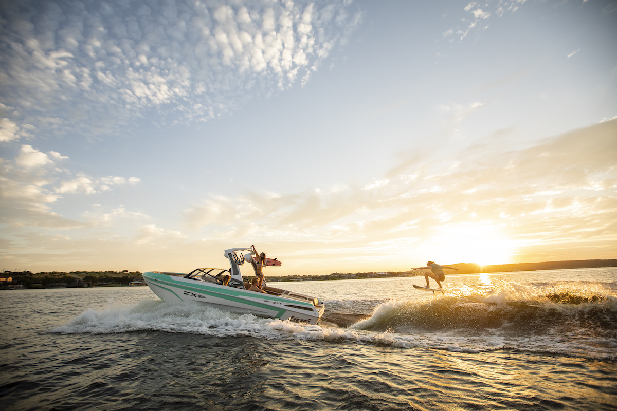 Tige Boat ZX21 will give you the best memories. Experience sunset onboard.