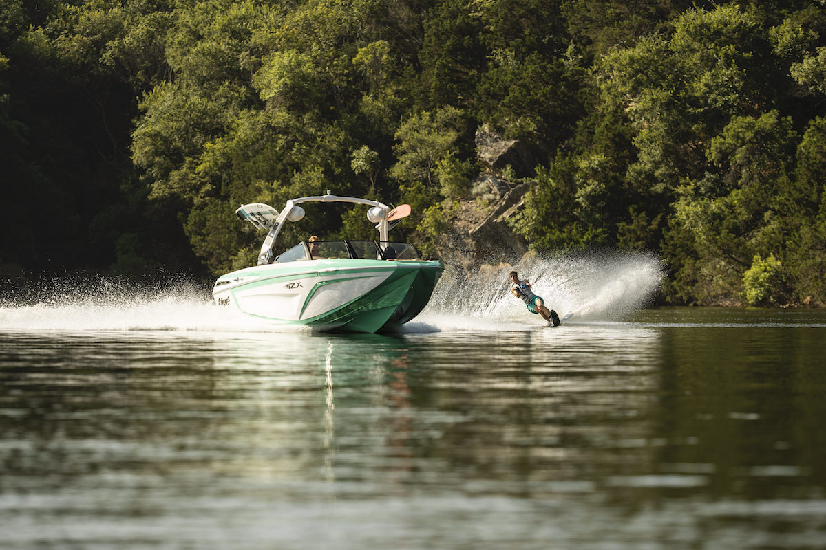 Tige boats is the only tow boat that adapted its hull to uses other than lakes. Raised bow allow to ride in zones with more waves or boat traffic