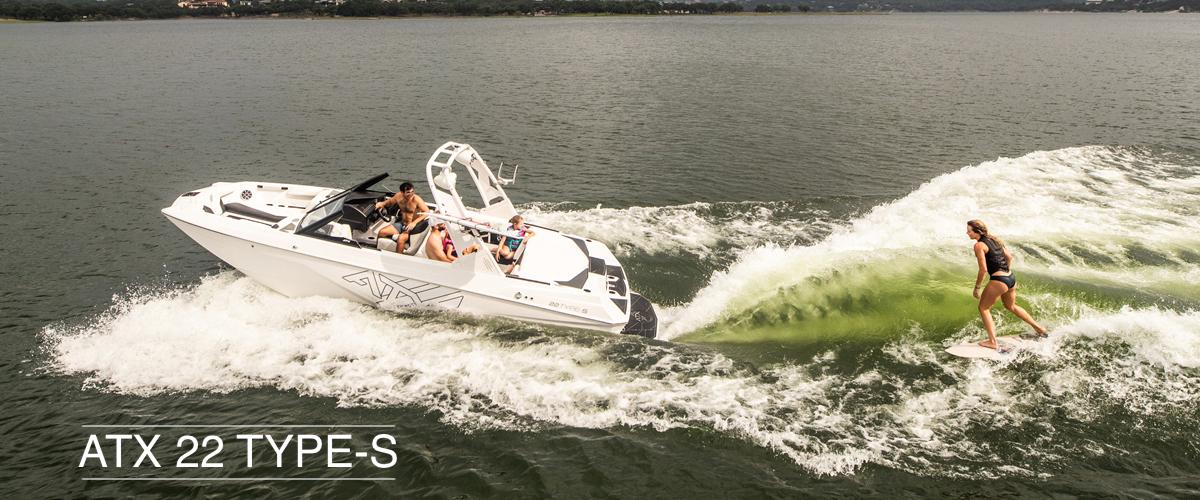 Tige ATX 22 TYPE-S pulling a wakesurfer