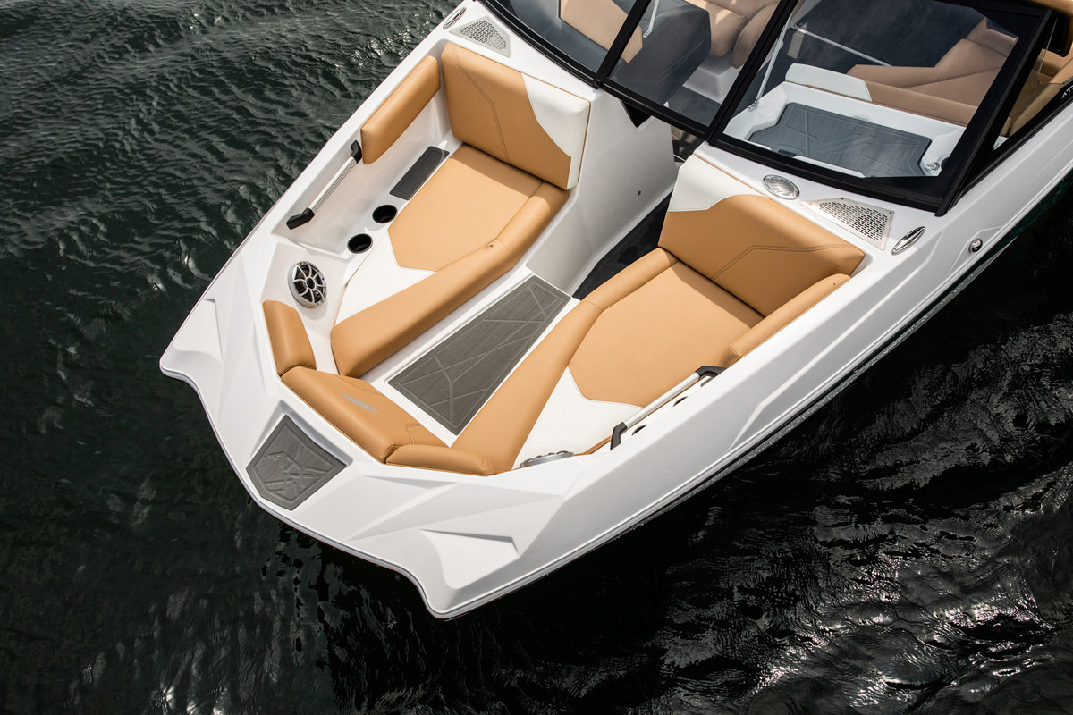 Tige Boat ATX22 Type-s has frontside seats to enjoy your cruise