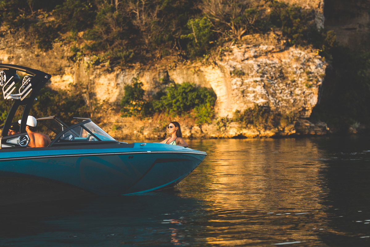 Tige boats is the only tow boat that adapted its hull to uses other than lakes. Raised bow allow to ride in zones with more waves or boat traffic.
