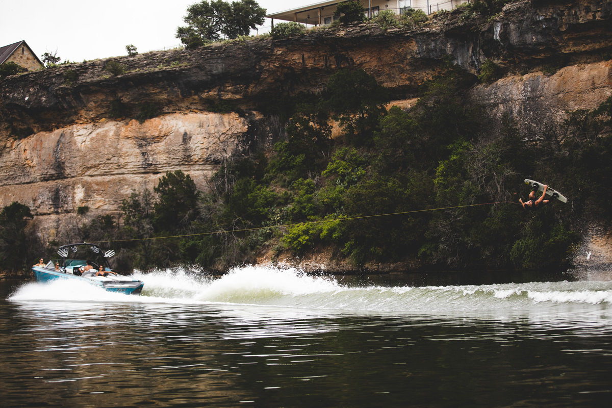 Tige Boat R23 own the widest beam from the line letting you avoid flooding your boat