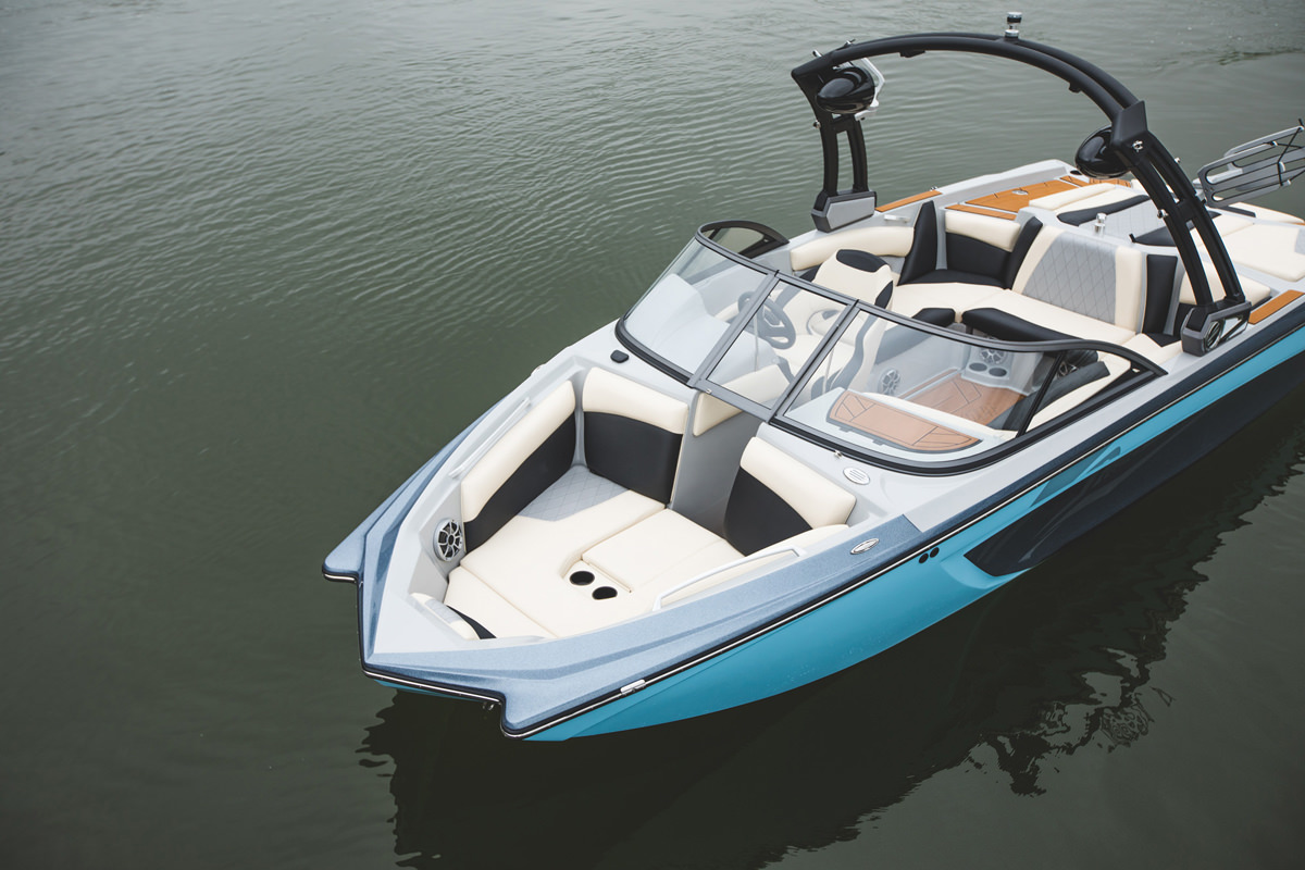 Tige Boat R20 has frontside seats to enjoy your cruise