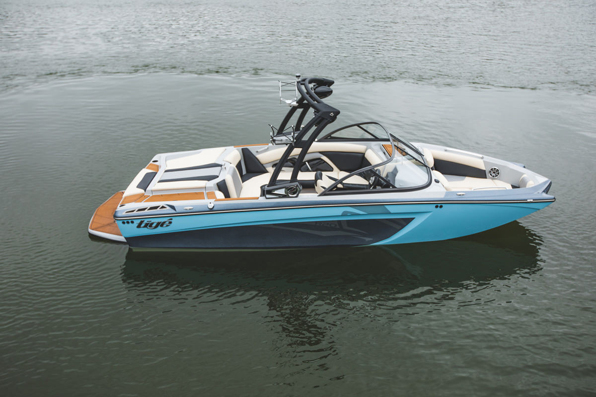 Tige Boat R20 is spacious