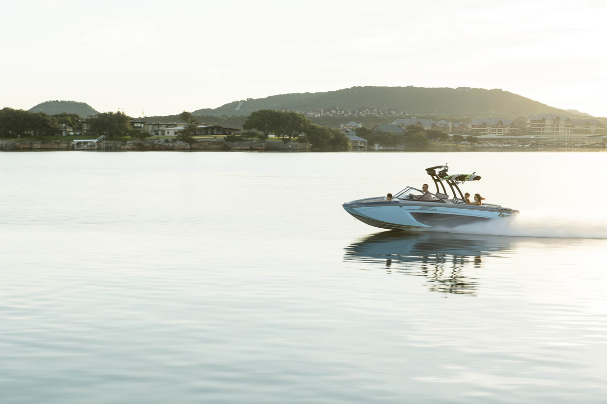 Tige Boat R20 will give you the best memories.