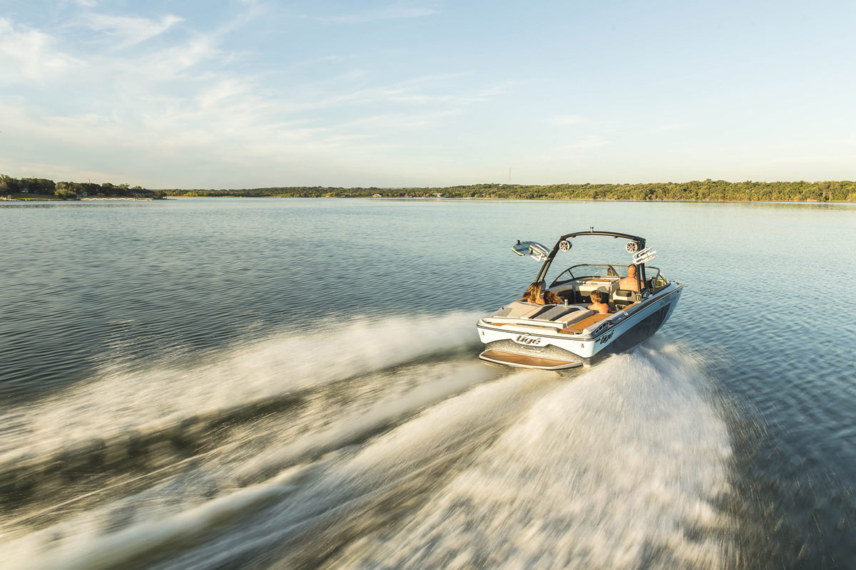 Tige Boat R20 Tradition and Performance