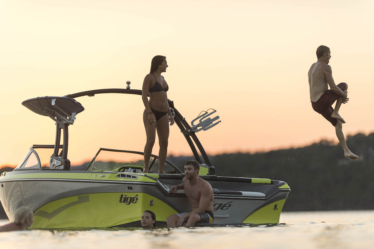 Tige R21 Sunset Jump Lifestyle