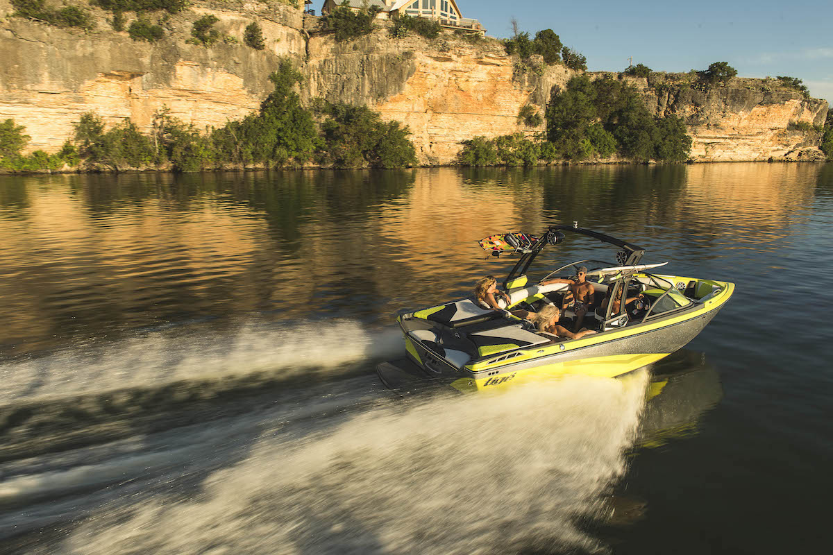 Tige R21 is a versatility and performance boat