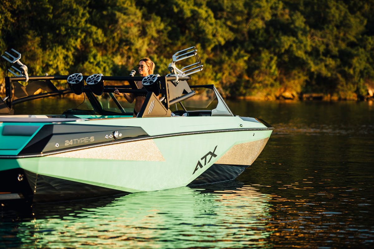 Tige Boat ATX24 TypeS has the E2 tower that you can lower with the command to be able to adapt to each place