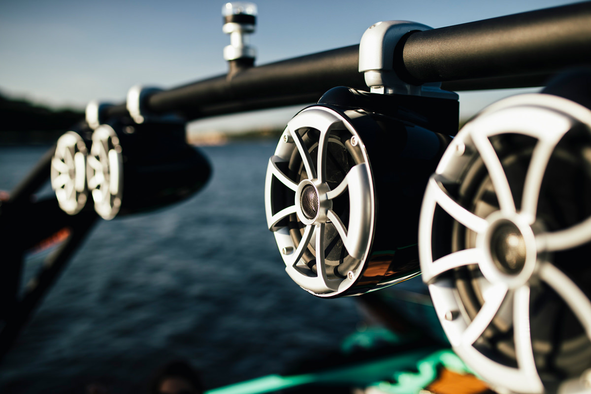 Tige boat AGTX24 Type-S has a prenium audio system by Wet Sounds to enjoy your music