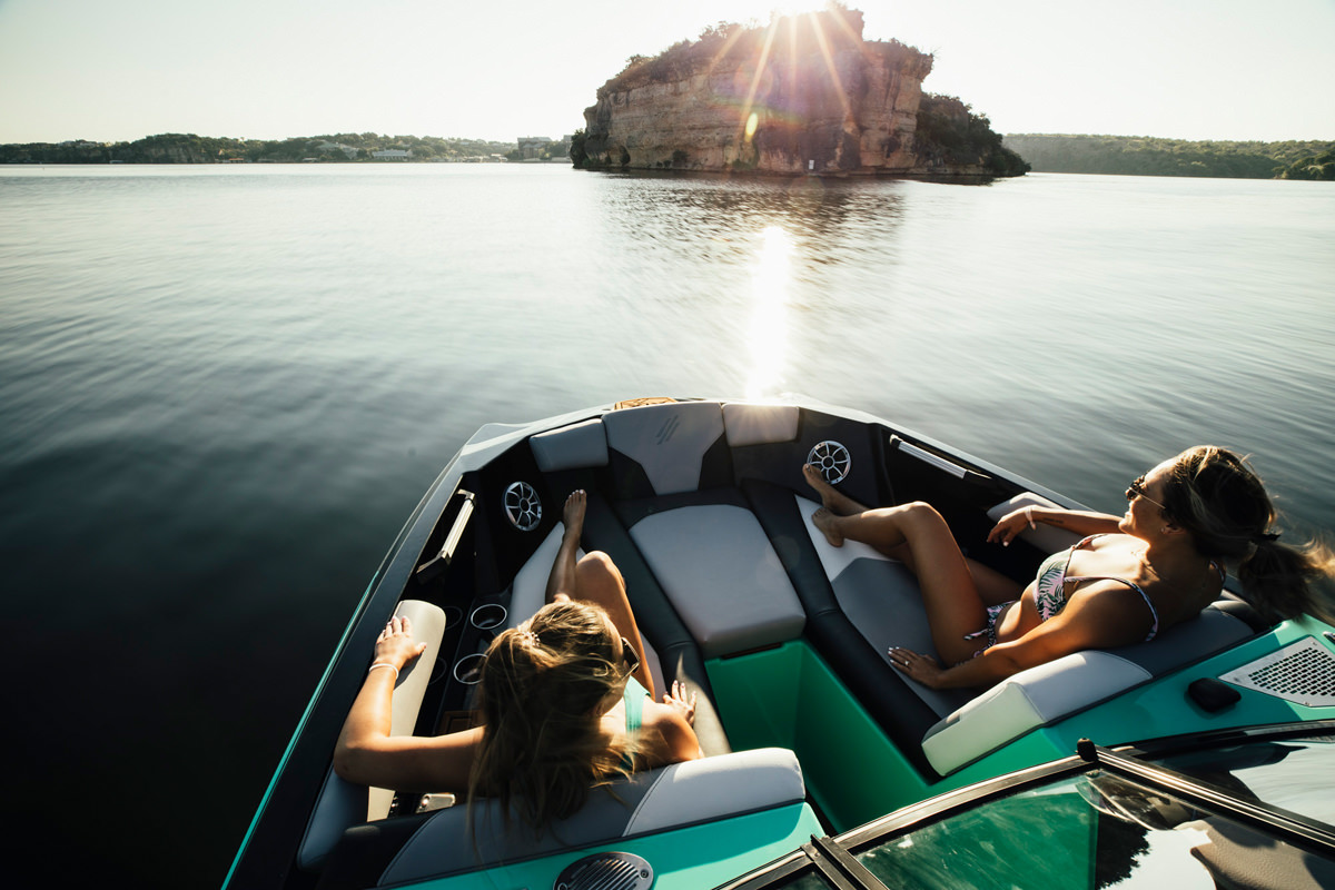 Tige Boat ATX24 TYPE-S has frontside seats to enjoy your cruise
