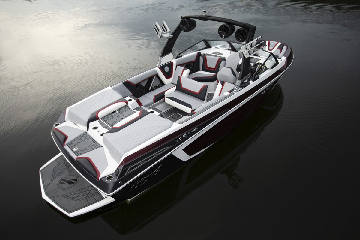 Tige Boat 25ZX Spacious and Luxurious interior