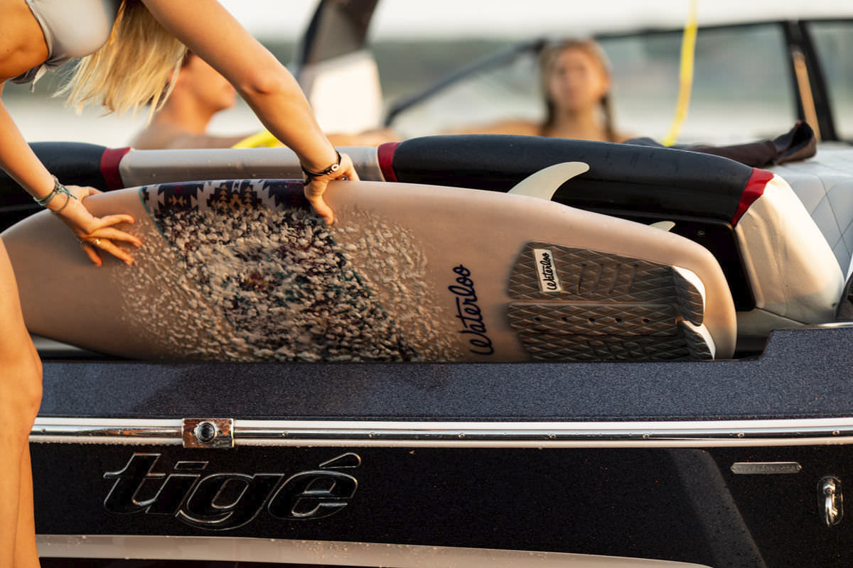 Tige Boat 25ZX is equipped with back boards locker