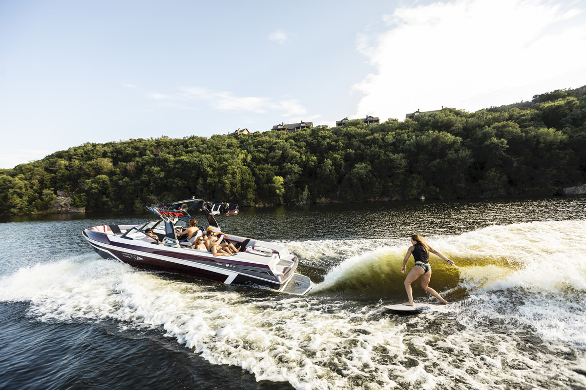 Tige Boat 25ZX pulling a wakesurfer